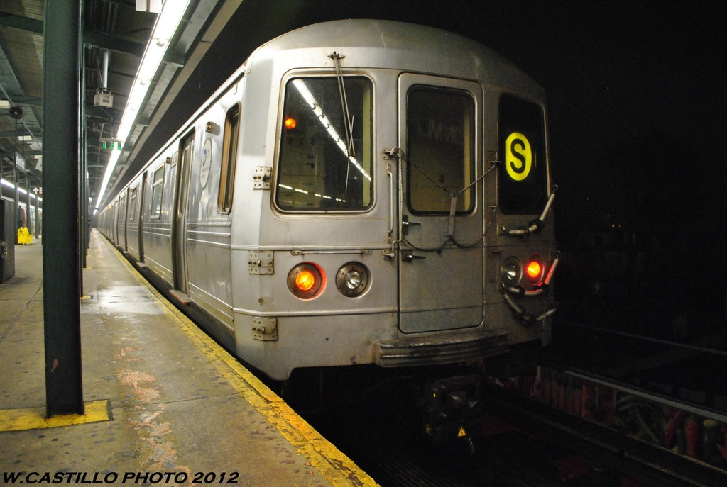 (264k, 1024x687)<br><b>Country:</b> United States<br><b>City:</b> New York<br><b>System:</b> New York City Transit<br><b>Line:</b> IND Fulton Street Line<br><b>Location:</b> Lefferts Boulevard <br><b>Route:</b> S<br><b>Car:</b> R-46 (Pullman-Standard, 1974-75) 6142 <br><b>Photo by:</b> Wilfredo Castillo<br><b>Date:</b> 5/25/2012<br><b>Viewed (this week/total):</b> 2 / 343