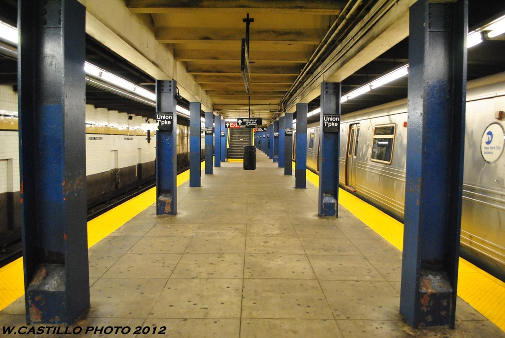 (253k, 1024x687)<br><b>Country:</b> United States<br><b>City:</b> New York<br><b>System:</b> New York City Transit<br><b>Line:</b> IND Queens Boulevard Line<br><b>Location:</b> Union Turnpike/Kew Gardens <br><b>Photo by:</b> Wilfredo Castillo<br><b>Date:</b> 6/2012<br><b>Viewed (this week/total):</b> 0 / 168