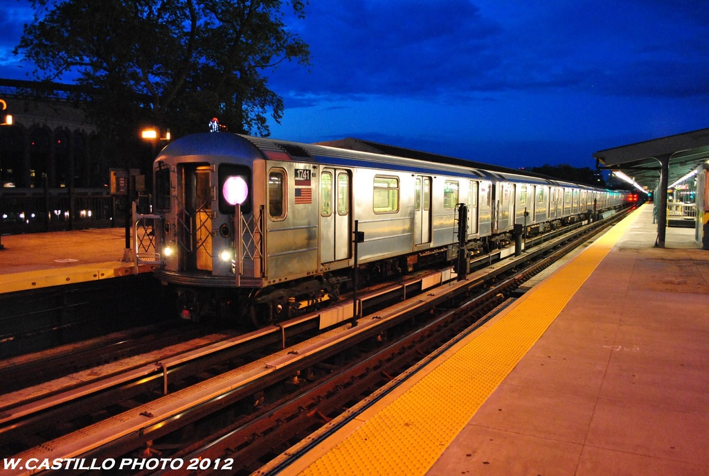 (273k, 1024x687)<br><b>Country:</b> United States<br><b>City:</b> New York<br><b>System:</b> New York City Transit<br><b>Line:</b> IRT Flushing Line<br><b>Location:</b> Willets Point/Mets (fmr. Shea Stadium) <br><b>Route:</b> 7<br><b>Car:</b> R-62A (Bombardier, 1984-1987)   <br><b>Photo by:</b> Wilfredo Castillo<br><b>Date:</b> 6/2012<br><b>Viewed (this week/total):</b> 0 / 768