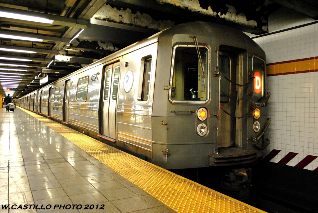 (296k, 1024x687)<br><b>Country:</b> United States<br><b>City:</b> New York<br><b>System:</b> New York City Transit<br><b>Line:</b> IND 8th Avenue Line<br><b>Location:</b> 14th Street <br><b>Route:</b> D reroute<br><b>Car:</b> R-68 (Westinghouse-Amrail, 1986-1988)  2636 <br><b>Photo by:</b> Wilfredo Castillo<br><b>Date:</b> 6/2012<br><b>Viewed (this week/total):</b> 2 / 358