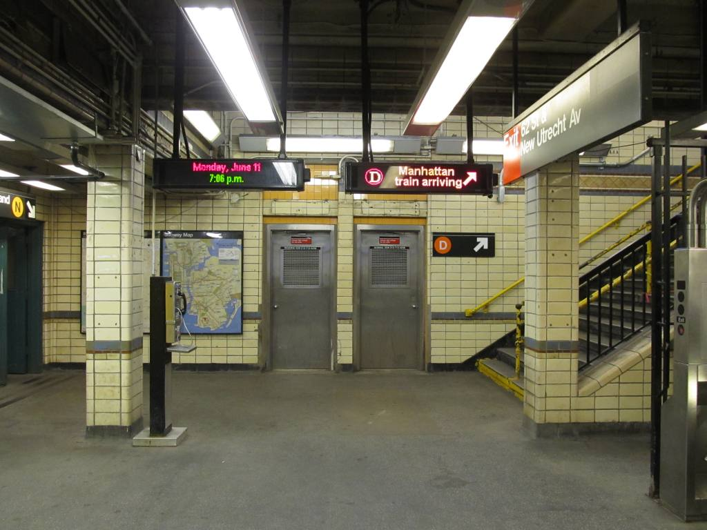(111k, 1024x768)<br><b>Country:</b> United States<br><b>City:</b> New York<br><b>System:</b> New York City Transit<br><b>Line:</b> BMT West End Line<br><b>Location:</b> 62nd Street <br><b>Photo by:</b> Robbie Rosenfeld<br><b>Date:</b> 6/11/2012<br><b>Viewed (this week/total):</b> 1 / 670