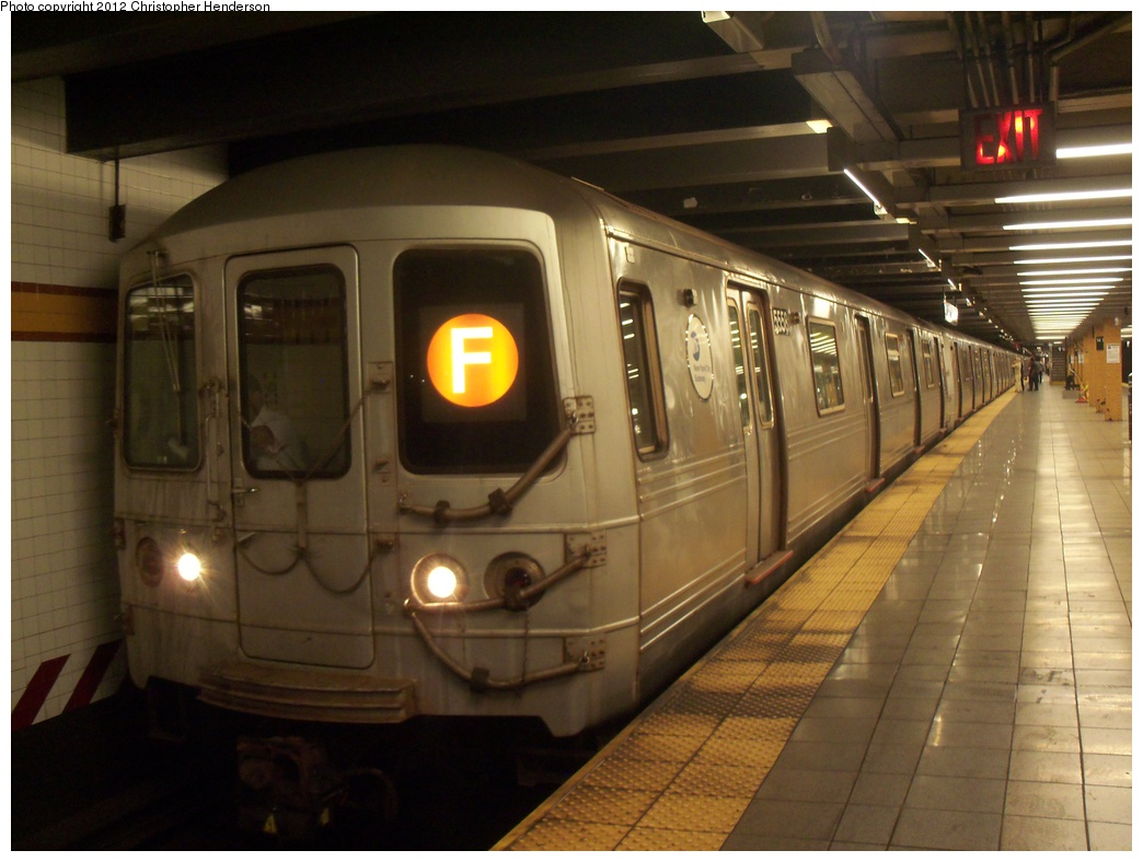(291k, 1044x788)<br><b>Country:</b> United States<br><b>City:</b> New York<br><b>System:</b> New York City Transit<br><b>Line:</b> IND 8th Avenue Line<br><b>Location:</b> 14th Street <br><b>Route:</b> F reroute<br><b>Car:</b> R-46 (Pullman-Standard, 1974-75) 5558 <br><b>Photo by:</b> Christopher Henderson<br><b>Date:</b> 5/18/2012<br><b>Viewed (this week/total):</b> 1 / 300