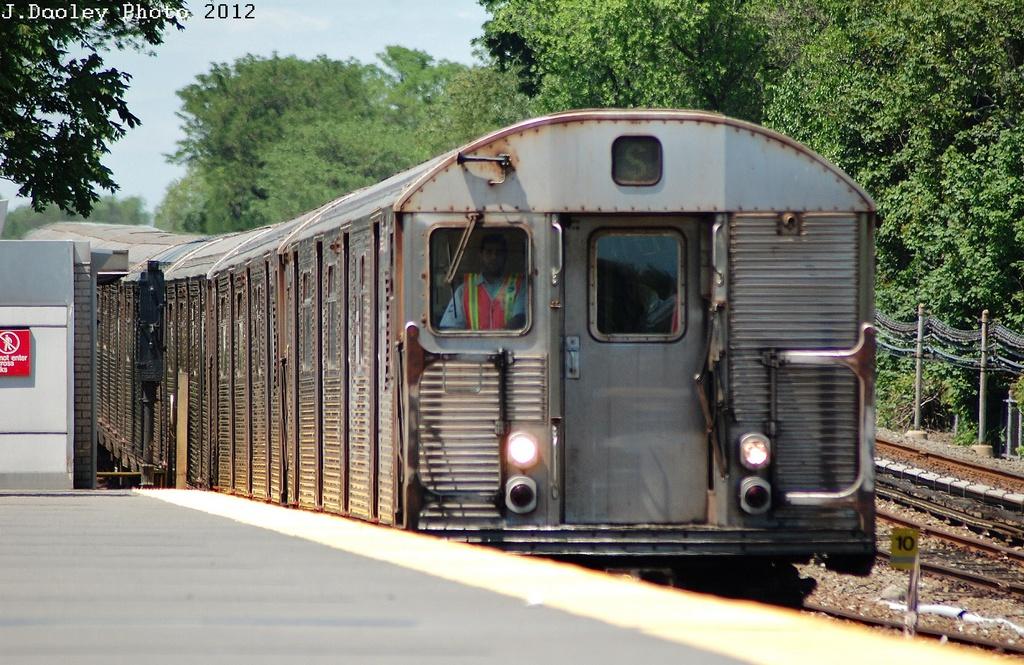 (380k, 1024x665)<br><b>Country:</b> United States<br><b>City:</b> New York<br><b>System:</b> New York City Transit<br><b>Line:</b> IND Rockaway<br><b>Location:</b> Howard Beach <br><b>Route:</b> S<br><b>Car:</b> R-32 (Budd, 1964)   <br><b>Photo by:</b> John Dooley<br><b>Date:</b> 5/31/2012<br><b>Viewed (this week/total):</b> 2 / 664