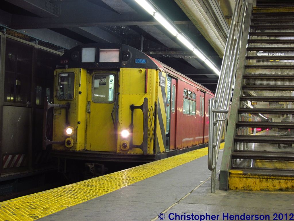 (310k, 1024x768)<br><b>Country:</b> United States<br><b>City:</b> New York<br><b>System:</b> New York City Transit<br><b>Line:</b> IRT Flushing Line<br><b>Location:</b> Queensborough Plaza <br><b>Route:</b> Work Service<br><b>Car:</b> R-33 World's Fair (St. Louis, 1963-64) 9333 <br><b>Photo by:</b> Christopher Henderson<br><b>Date:</b> 7/27/2012<br><b>Viewed (this week/total):</b> 7 / 601