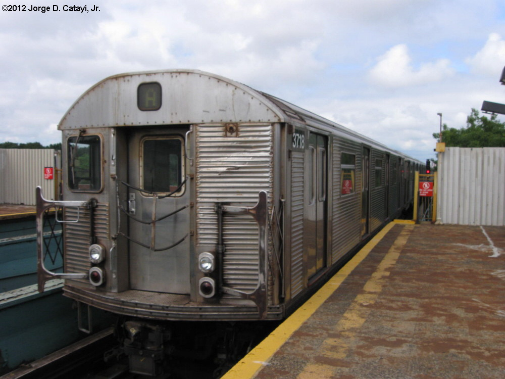 (160k, 1000x750)<br><b>Country:</b> United States<br><b>City:</b> New York<br><b>System:</b> New York City Transit<br><b>Line:</b> IND Fulton Street Line<br><b>Location:</b> 88th Street/Boyd Avenue <br><b>Route:</b> A<br><b>Car:</b> R-32 (Budd, 1964)  3718 <br><b>Photo by:</b> Jorge Catayi<br><b>Date:</b> 7/29/2012<br><b>Viewed (this week/total):</b> 3 / 211