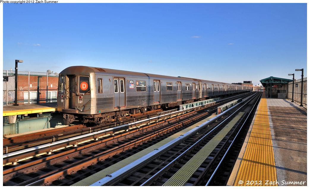 (389k, 1044x639)<br><b>Country:</b> United States<br><b>City:</b> New York<br><b>System:</b> New York City Transit<br><b>Line:</b> BMT West End Line<br><b>Location:</b> 25th Avenue <br><b>Route:</b> D<br><b>Car:</b> R-68 (Westinghouse-Amrail, 1986-1988)  2654 <br><b>Photo by:</b> Zach Summer<br><b>Date:</b> 2/5/2012<br><b>Viewed (this week/total):</b> 1 / 836