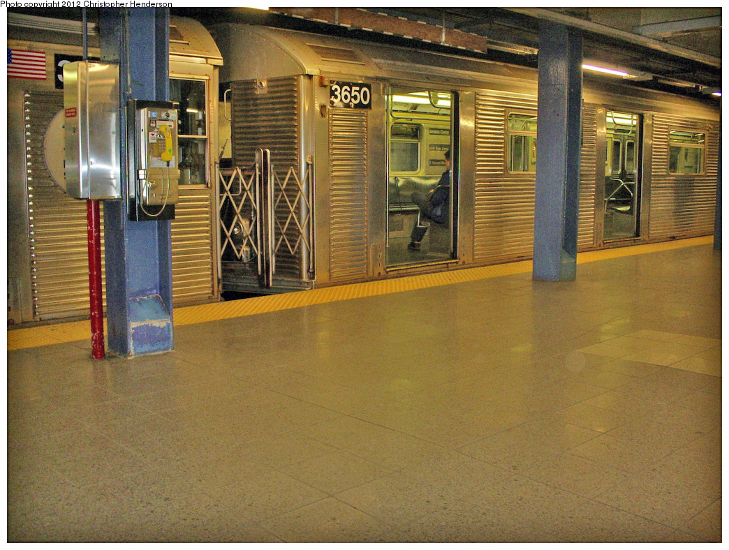 (332k, 1044x788)<br><b>Country:</b> United States<br><b>City:</b> New York<br><b>System:</b> New York City Transit<br><b>Line:</b> IND 8th Avenue Line<br><b>Location:</b> Chambers Street/World Trade Center <br><b>Route:</b> E<br><b>Car:</b> R-32 (Budd, 1964)  3650 <br><b>Photo by:</b> Christopher Henderson<br><b>Date:</b> 3/19/2009<br><b>Viewed (this week/total):</b> 0 / 200