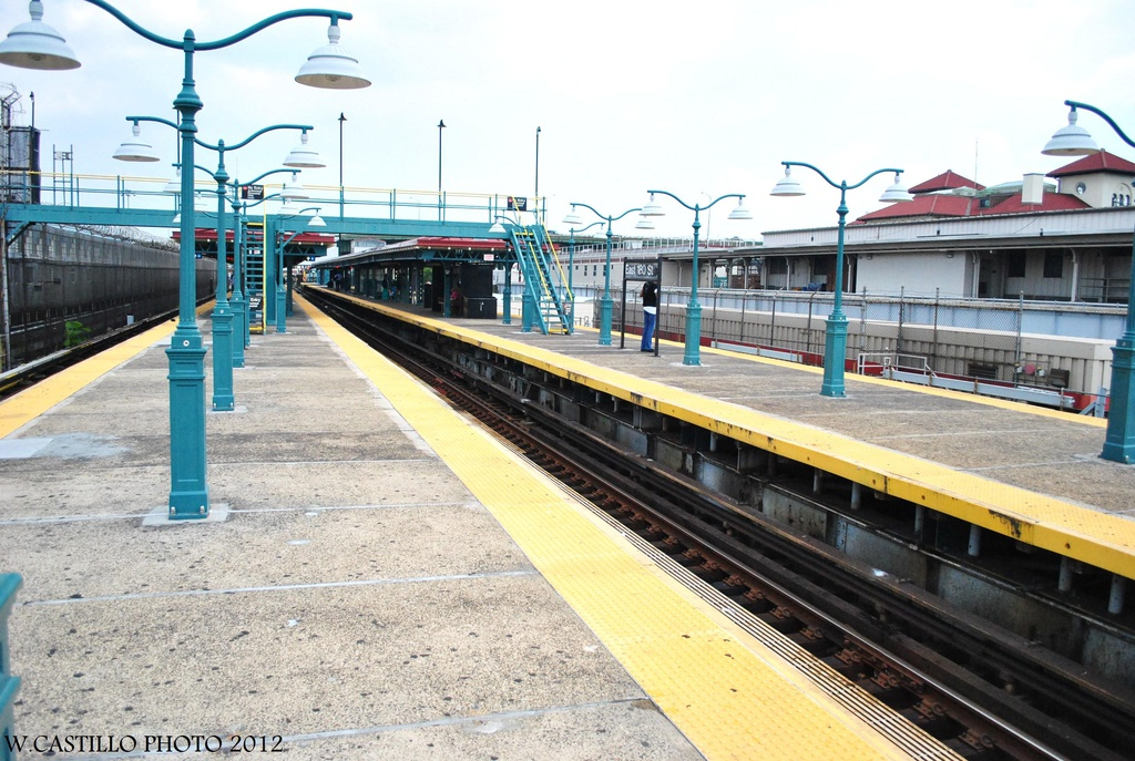 (348k, 1024x687)<br><b>Country:</b> United States<br><b>City:</b> New York<br><b>System:</b> New York City Transit<br><b>Line:</b> IRT White Plains Road Line<br><b>Location:</b> East 180th Street <br><b>Photo by:</b> Wilfredo Castillo<br><b>Date:</b> 8/9/2012<br><b>Viewed (this week/total):</b> 4 / 719