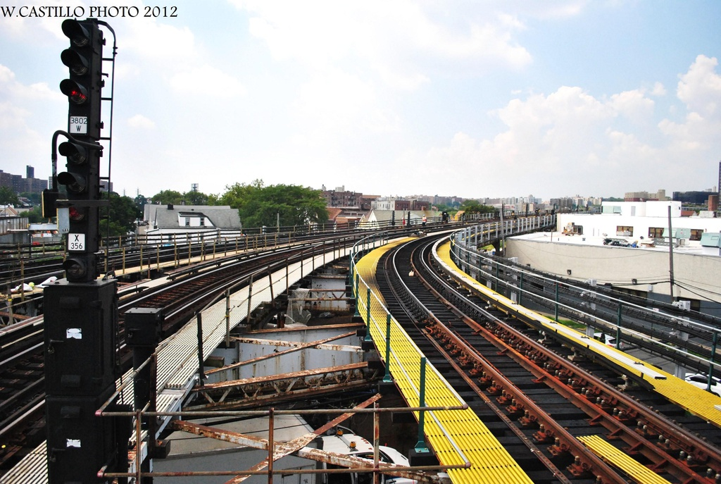 (338k, 1024x687)<br><b>Country:</b> United States<br><b>City:</b> New York<br><b>System:</b> New York City Transit<br><b>Line:</b> IRT White Plains Road Line<br><b>Location:</b> East 180th Street <br><b>Photo by:</b> Wilfredo Castillo<br><b>Date:</b> 8/9/2012<br><b>Notes:</b> View south.<br><b>Viewed (this week/total):</b> 4 / 413