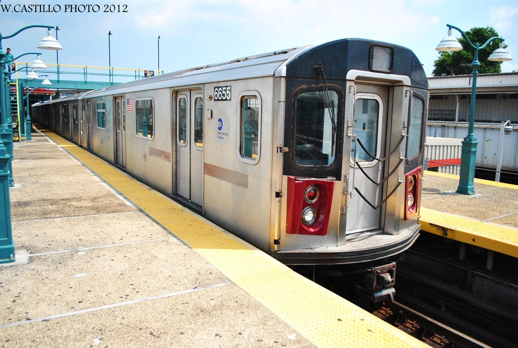 (341k, 1024x687)<br><b>Country:</b> United States<br><b>City:</b> New York<br><b>System:</b> New York City Transit<br><b>Line:</b> IRT White Plains Road Line<br><b>Location:</b> East 180th Street <br><b>Route:</b> 2<br><b>Car:</b> R-142 (Primary Order, Bombardier, 1999-2002)  6655 <br><b>Photo by:</b> Wilfredo Castillo<br><b>Date:</b> 8/9/2012<br><b>Viewed (this week/total):</b> 0 / 278