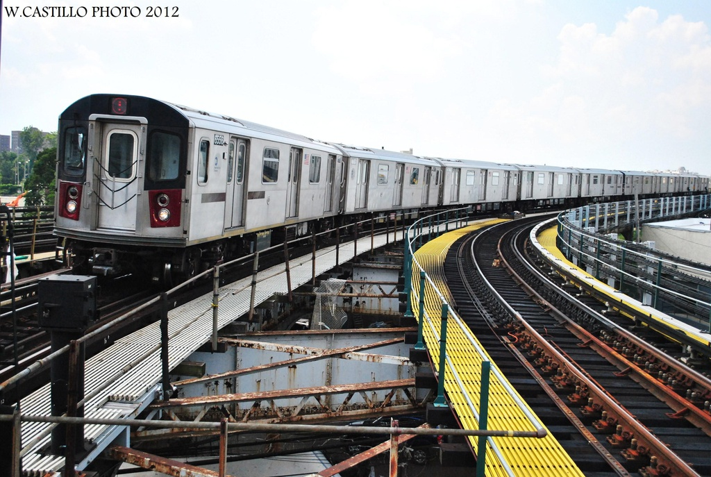 (342k, 1024x687)<br><b>Country:</b> United States<br><b>City:</b> New York<br><b>System:</b> New York City Transit<br><b>Line:</b> IRT White Plains Road Line<br><b>Location:</b> East 180th Street <br><b>Route:</b> 5<br><b>Car:</b> R-142 (Primary Order, Bombardier, 1999-2002)  6556 <br><b>Photo by:</b> Wilfredo Castillo<br><b>Date:</b> 8/9/2012<br><b>Viewed (this week/total):</b> 2 / 521