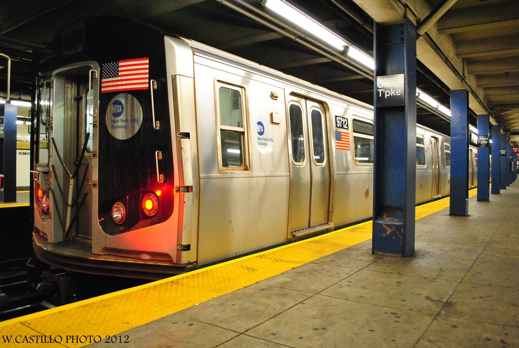 (309k, 1024x687)<br><b>Country:</b> United States<br><b>City:</b> New York<br><b>System:</b> New York City Transit<br><b>Line:</b> IND Queens Boulevard Line<br><b>Location:</b> Union Turnpike/Kew Gardens <br><b>Route:</b> Not in service<br><b>Car:</b> R-160A (Option 2) (Alstom, 2009, 5-car sets)  9712 <br><b>Photo by:</b> Wilfredo Castillo<br><b>Date:</b> 7/28/2012<br><b>Viewed (this week/total):</b> 1 / 708