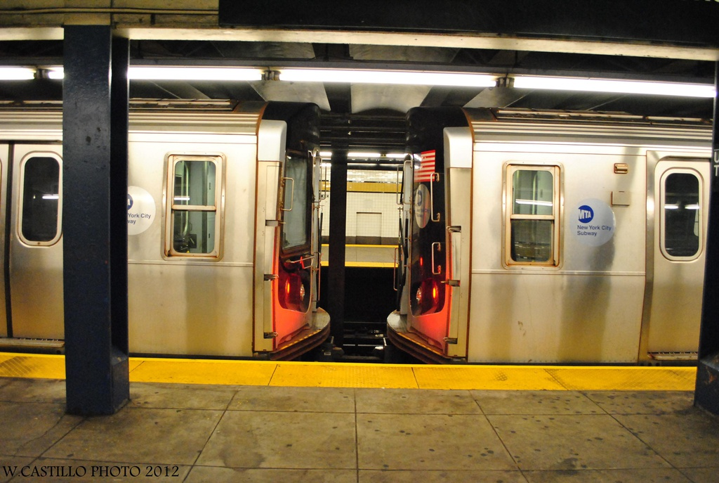 (280k, 1024x687)<br><b>Country:</b> United States<br><b>City:</b> New York<br><b>System:</b> New York City Transit<br><b>Line:</b> IND Queens Boulevard Line<br><b>Location:</b> Union Turnpike/Kew Gardens <br><b>Route:</b> Not in service<br><b>Car:</b> R-160B (Option 2) (Kawasaki, 2009)  9812/9712 <br><b>Photo by:</b> Wilfredo Castillo<br><b>Date:</b> 7/28/2012<br><b>Viewed (this week/total):</b> 8 / 479
