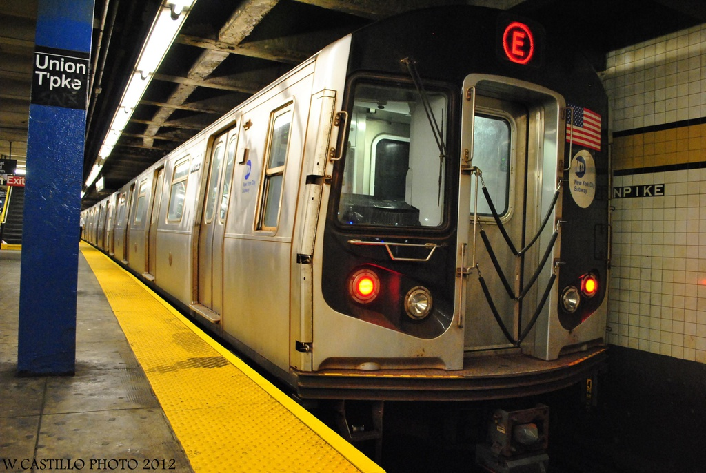 (304k, 1024x687)<br><b>Country:</b> United States<br><b>City:</b> New York<br><b>System:</b> New York City Transit<br><b>Line:</b> IND Queens Boulevard Line<br><b>Location:</b> Union Turnpike/Kew Gardens <br><b>Route:</b> E<br><b>Car:</b> R-160A (Option 1) (Alstom, 2008-2009, 5 car sets)  9322 <br><b>Photo by:</b> Wilfredo Castillo<br><b>Date:</b> 7/28/2012<br><b>Viewed (this week/total):</b> 3 / 630