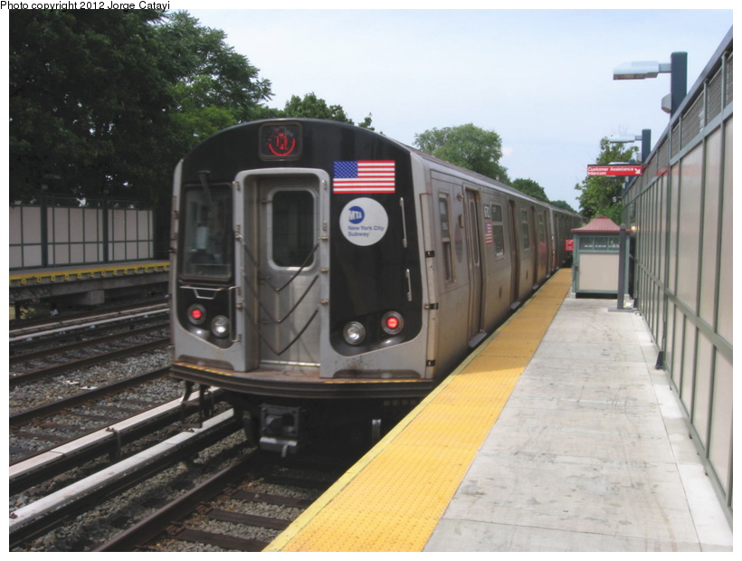 (175k, 820x620)<br><b>Country:</b> United States<br><b>City:</b> New York<br><b>System:</b> New York City Transit<br><b>Line:</b> BMT Brighton Line<br><b>Location:</b> Avenue U <br><b>Route:</b> Q<br><b>Car:</b> R-160B (Kawasaki, 2005-2008)  8762 <br><b>Photo by:</b> Jorge Catayi<br><b>Date:</b> 8/8/2012<br><b>Viewed (this week/total):</b> 1 / 472
