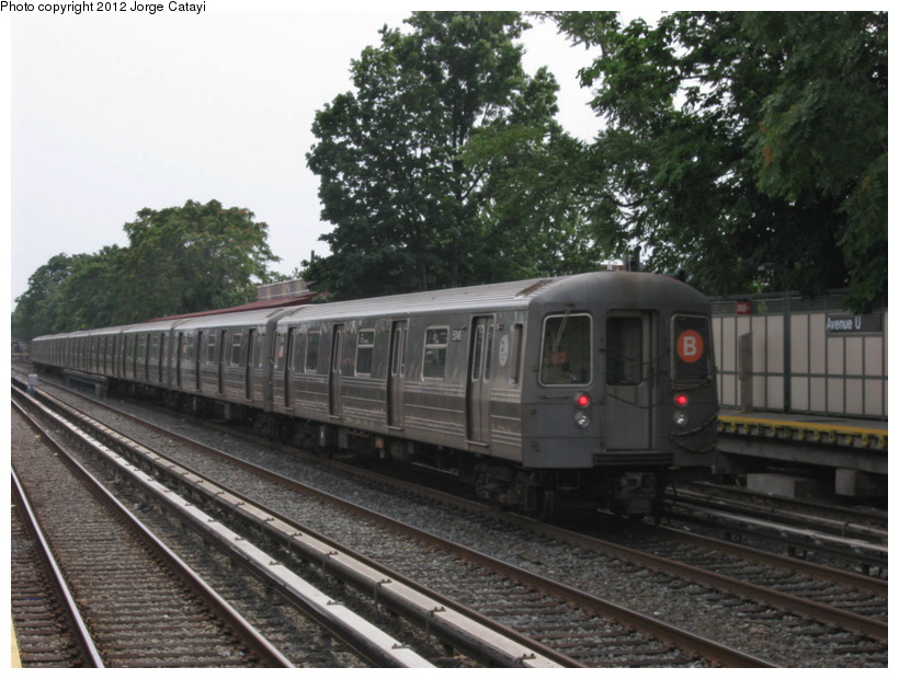 (203k, 820x620)<br><b>Country:</b> United States<br><b>City:</b> New York<br><b>System:</b> New York City Transit<br><b>Line:</b> BMT Brighton Line<br><b>Location:</b> Avenue U <br><b>Route:</b> B<br><b>Car:</b> R-68A (Kawasaki, 1988-1989)  5046 <br><b>Photo by:</b> Jorge Catayi<br><b>Date:</b> 8/8/2012<br><b>Viewed (this week/total):</b> 0 / 521