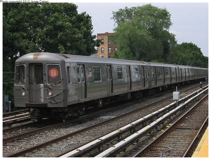 (247k, 820x620)<br><b>Country:</b> United States<br><b>City:</b> New York<br><b>System:</b> New York City Transit<br><b>Line:</b> BMT Brighton Line<br><b>Location:</b> Avenue U <br><b>Route:</b> B<br><b>Car:</b> R-68A (Kawasaki, 1988-1989)  5124 <br><b>Photo by:</b> Jorge Catayi<br><b>Date:</b> 8/8/2012<br><b>Viewed (this week/total):</b> 2 / 667
