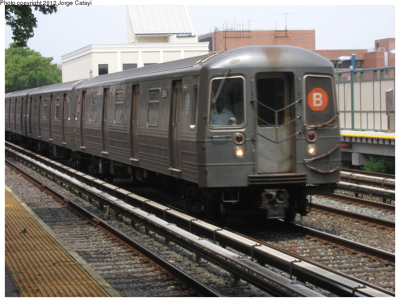 (211k, 820x620)<br><b>Country:</b> United States<br><b>City:</b> New York<br><b>System:</b> New York City Transit<br><b>Line:</b> BMT Brighton Line<br><b>Location:</b> Avenue M <br><b>Route:</b> B<br><b>Car:</b> R-68A (Kawasaki, 1988-1989)  5164 <br><b>Photo by:</b> Jorge Catayi<br><b>Date:</b> 8/8/2012<br><b>Viewed (this week/total):</b> 3 / 265
