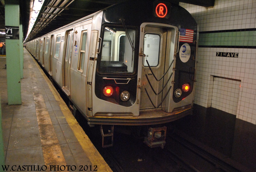 (292k, 1024x687)<br><b>Country:</b> United States<br><b>City:</b> New York<br><b>System:</b> New York City Transit<br><b>Line:</b> IND Queens Boulevard Line<br><b>Location:</b> 71st/Continental Aves./Forest Hills <br><b>Route:</b> R<br><b>Car:</b> R-160A (Option 1) (Alstom, 2008-2009, 5 car sets)  9558 <br><b>Photo by:</b> Wilfredo Castillo<br><b>Date:</b> 8/24/2012<br><b>Viewed (this week/total):</b> 14 / 558