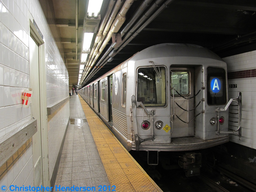 (275k, 1024x768)<br><b>Country:</b> United States<br><b>City:</b> New York<br><b>System:</b> New York City Transit<br><b>Line:</b> IND 8th Avenue Line<br><b>Location:</b> 207th Street <br><b>Route:</b> A<br><b>Car:</b> R-42 (St. Louis, 1969-1970)  4839 <br><b>Photo by:</b> Christopher Henderson<br><b>Date:</b> 9/28/2012<br><b>Viewed (this week/total):</b> 0 / 400