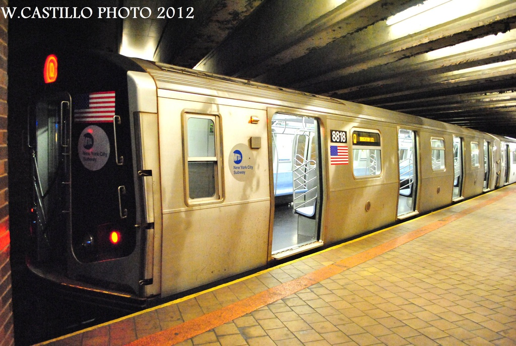 (332k, 1024x687)<br><b>Country:</b> United States<br><b>City:</b> New York<br><b>System:</b> New York City Transit<br><b>Line:</b> IND 63rd Street<br><b>Location:</b> 21st Street/Queensbridge <br><b>Route:</b> Q<br><b>Car:</b> R-160B (Kawasaki, 2005-2008)  8818 <br><b>Photo by:</b> Wilfredo Castillo<br><b>Date:</b> 9/24/2012<br><b>Viewed (this week/total):</b> 2 / 387