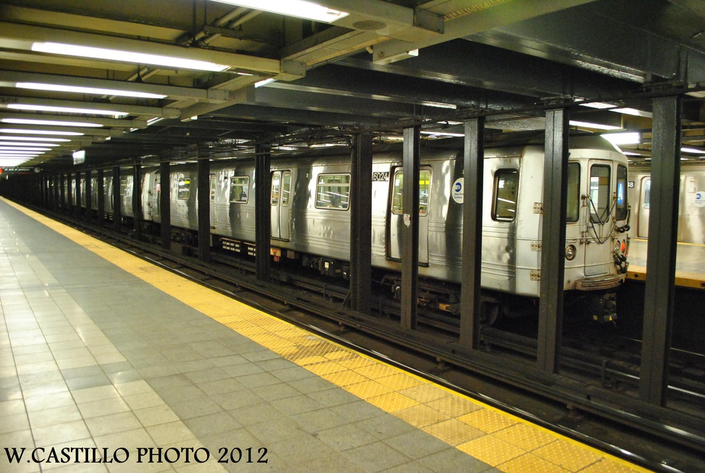 (309k, 1024x687)<br><b>Country:</b> United States<br><b>City:</b> New York<br><b>System:</b> New York City Transit<br><b>Line:</b> IND 8th Avenue Line<br><b>Location:</b> 14th Street <br><b>Route:</b> A<br><b>Car:</b> R-46 (Pullman-Standard, 1974-75) 6024 <br><b>Photo by:</b> Wilfredo Castillo<br><b>Date:</b> 9/28/2012<br><b>Viewed (this week/total):</b> 0 / 673