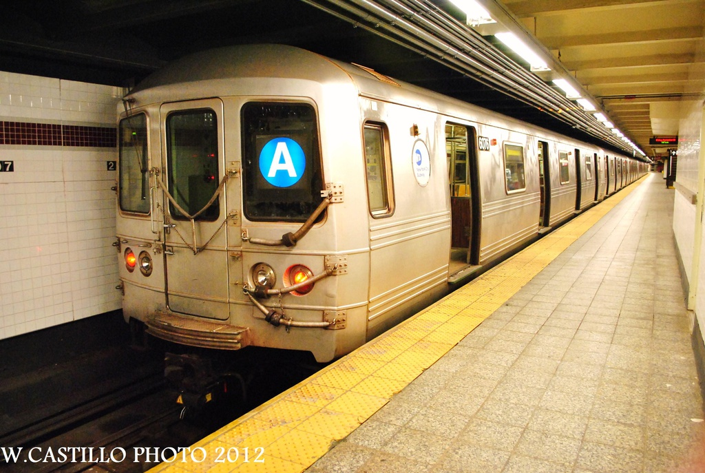 (330k, 1024x687)<br><b>Country:</b> United States<br><b>City:</b> New York<br><b>System:</b> New York City Transit<br><b>Line:</b> IND 8th Avenue Line<br><b>Location:</b> 207th Street <br><b>Route:</b> A<br><b>Car:</b> R-46 (Pullman-Standard, 1974-75) 6076 <br><b>Photo by:</b> Wilfredo Castillo<br><b>Date:</b> 9/28/2012<br><b>Viewed (this week/total):</b> 2 / 312