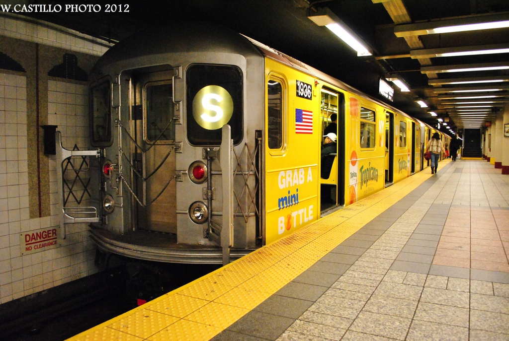 (336k, 1024x687)<br><b>Country:</b> United States<br><b>City:</b> New York<br><b>System:</b> New York City Transit<br><b>Line:</b> IRT Times Square-Grand Central Shuttle<br><b>Location:</b> Grand Central <br><b>Route:</b> S<br><b>Car:</b> R-62A (Bombardier, 1984-1987)  1936 <br><b>Photo by:</b> Wilfredo Castillo<br><b>Date:</b> 10/8/2012<br><b>Viewed (this week/total):</b> 0 / 203