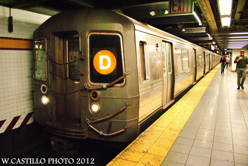 (331k, 1024x687)<br><b>Country:</b> United States<br><b>City:</b> New York<br><b>System:</b> New York City Transit<br><b>Line:</b> IND 8th Avenue Line<br><b>Location:</b> 14th Street <br><b>Route:</b> D reroute<br><b>Car:</b> R-68 (Westinghouse-Amrail, 1986-1988)  2736 <br><b>Photo by:</b> Wilfredo Castillo<br><b>Date:</b> 9/28/2012<br><b>Viewed (this week/total):</b> 1 / 159