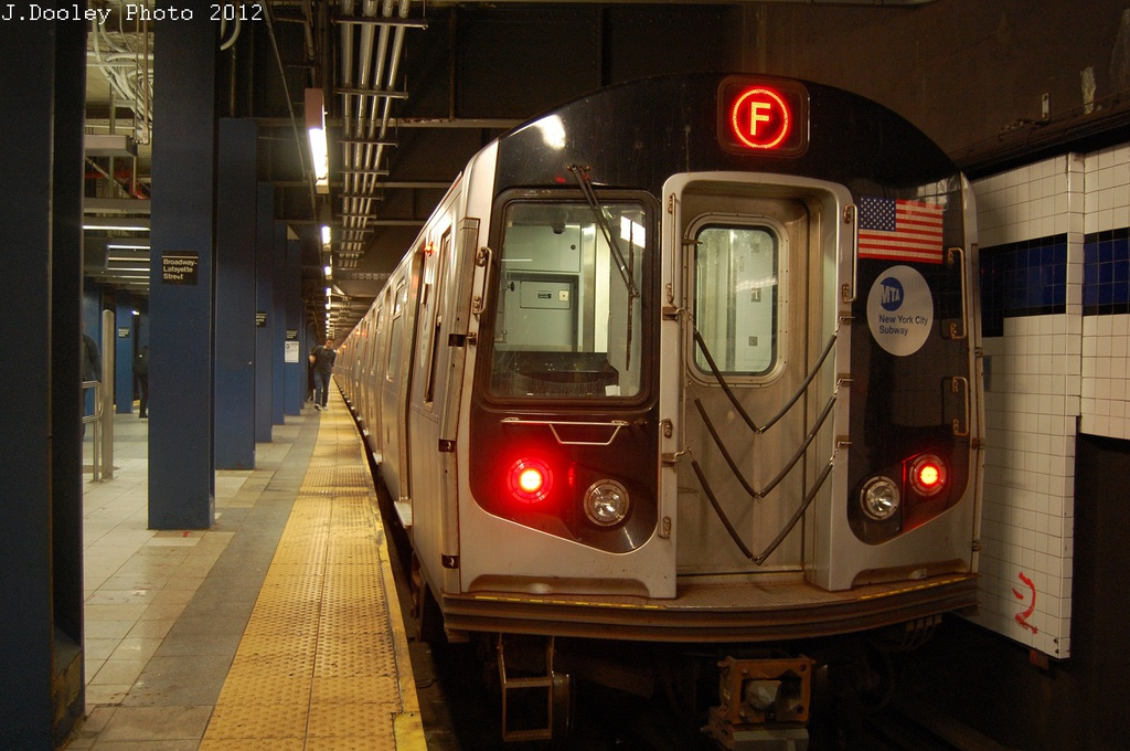 (290k, 1024x680)<br><b>Country:</b> United States<br><b>City:</b> New York<br><b>System:</b> New York City Transit<br><b>Line:</b> IND 6th Avenue Line<br><b>Location:</b> Broadway/Lafayette <br><b>Route:</b> F<br><b>Car:</b> R-160A (Option 1) (Alstom, 2008-2009, 5 car sets)  9302 <br><b>Photo by:</b> John Dooley<br><b>Date:</b> 10/22/2012<br><b>Viewed (this week/total):</b> 4 / 275