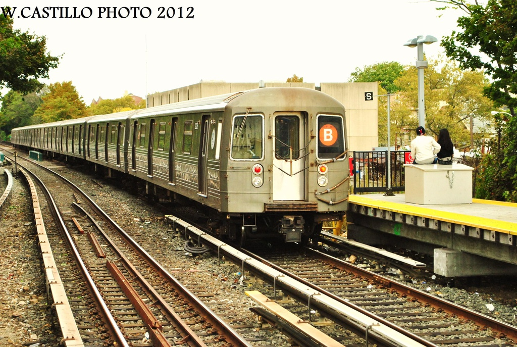 (406k, 1024x687)<br><b>Country:</b> United States<br><b>City:</b> New York<br><b>System:</b> New York City Transit<br><b>Line:</b> BMT Brighton Line<br><b>Location:</b> Kings Highway <br><b>Route:</b> B<br><b>Car:</b> R-68 (Westinghouse-Amrail, 1986-1988)  2828 <br><b>Photo by:</b> Wilfredo Castillo<br><b>Date:</b> 10/15/2012<br><b>Viewed (this week/total):</b> 0 / 298