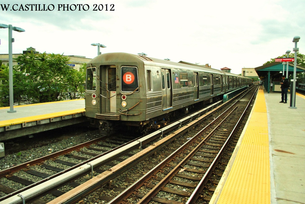 (340k, 1024x687)<br><b>Country:</b> United States<br><b>City:</b> New York<br><b>System:</b> New York City Transit<br><b>Line:</b> BMT Brighton Line<br><b>Location:</b> Kings Highway <br><b>Route:</b> B<br><b>Car:</b> R-68 (Westinghouse-Amrail, 1986-1988)  2862 <br><b>Photo by:</b> Wilfredo Castillo<br><b>Date:</b> 10/15/2012<br><b>Viewed (this week/total):</b> 2 / 807