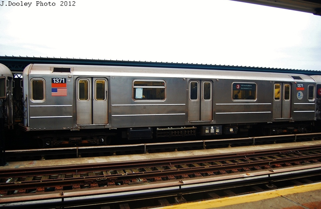 (271k, 1024x668)<br><b>Country:</b> United States<br><b>City:</b> New York<br><b>System:</b> New York City Transit<br><b>Line:</b> IRT Brooklyn Line<br><b>Location:</b> Junius Street <br><b>Route:</b> 3<br><b>Car:</b> R-62 (Kawasaki, 1983-1985)  1371 <br><b>Photo by:</b> John Dooley<br><b>Date:</b> 10/25/2012<br><b>Viewed (this week/total):</b> 0 / 165