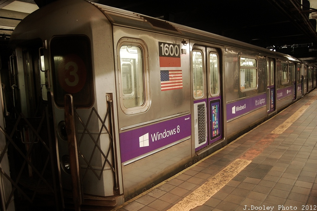 (301k, 1024x680)<br><b>Country:</b> United States<br><b>City:</b> New York<br><b>System:</b> New York City Transit<br><b>Line:</b> IRT Brooklyn Line<br><b>Location:</b> Borough Hall (East Side Branch) <br><b>Route:</b> 4<br><b>Car:</b> R-62 (Kawasaki, 1983-1985)  1600 <br><b>Photo by:</b> John Dooley<br><b>Date:</b> 11/2/2012<br><b>Notes:</b> Post-Sandy: #3 line cars used on #4<br><b>Viewed (this week/total):</b> 2 / 209