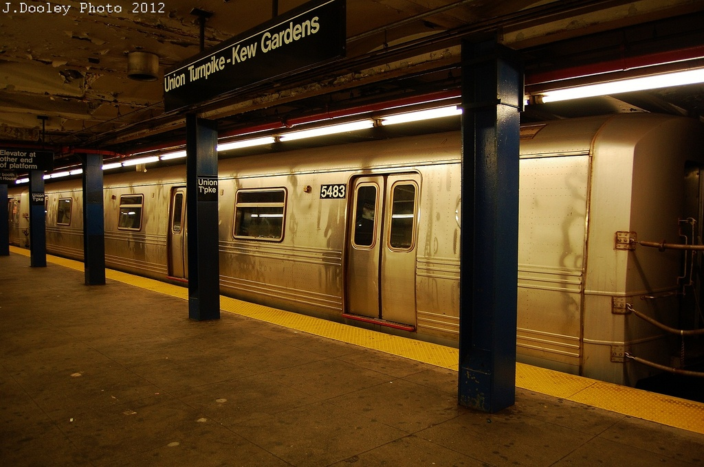 (325k, 1024x680)<br><b>Country:</b> United States<br><b>City:</b> New York<br><b>System:</b> New York City Transit<br><b>Line:</b> IND Queens Boulevard Line<br><b>Location:</b> Union Turnpike/Kew Gardens <br><b>Route:</b> Layup<br><b>Car:</b> R-46 (Pullman-Standard, 1974-75) 5483 <br><b>Photo by:</b> John Dooley<br><b>Date:</b> 11/4/2012<br><b>Notes:</b> Post-Sandy layup<br><b>Viewed (this week/total):</b> 0 / 286
