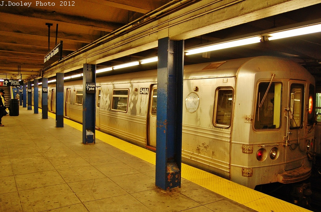 (370k, 1024x675)<br><b>Country:</b> United States<br><b>City:</b> New York<br><b>System:</b> New York City Transit<br><b>Line:</b> IND Queens Boulevard Line<br><b>Location:</b> Union Turnpike/Kew Gardens <br><b>Route:</b> Layup<br><b>Car:</b> R-46 (Pullman-Standard, 1974-75) 5484 <br><b>Photo by:</b> John Dooley<br><b>Date:</b> 11/4/2012<br><b>Notes:</b> Post-Sandy layup<br><b>Viewed (this week/total):</b> 1 / 221