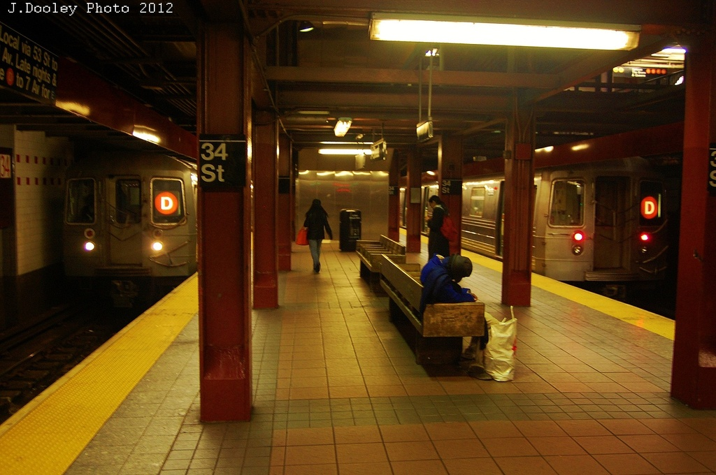 (301k, 1024x680)<br><b>Country:</b> United States<br><b>City:</b> New York<br><b>System:</b> New York City Transit<br><b>Line:</b> IND 6th Avenue Line<br><b>Location:</b> 34th Street/Herald Square <br><b>Route:</b> D<br><b>Car:</b> R-68 (Westinghouse-Amrail, 1986-1988)   <br><b>Photo by:</b> John Dooley<br><b>Date:</b> 11/2/2012<br><b>Notes:</b> Post-Sandy temporary terminal.<br><b>Viewed (this week/total):</b> 0 / 1550