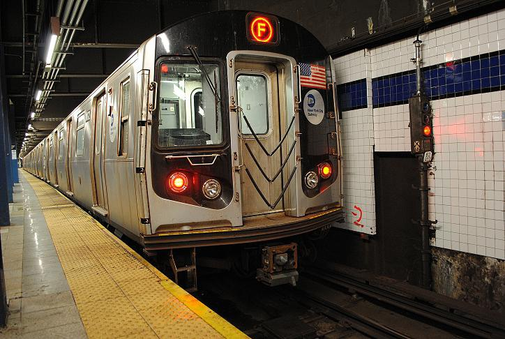(141k, 724x486)<br><b>Country:</b> United States<br><b>City:</b> New York<br><b>System:</b> New York City Transit<br><b>Line:</b> IND 6th Avenue Line<br><b>Location:</b> Broadway/Lafayette <br><b>Route:</b> F<br><b>Car:</b> R-160A (Option 1) (Alstom, 2008-2009, 5 car sets)  9372 <br><b>Photo by:</b> Wilfredo Castillo<br><b>Date:</b> 10/22/2012<br><b>Viewed (this week/total):</b> 2 / 238