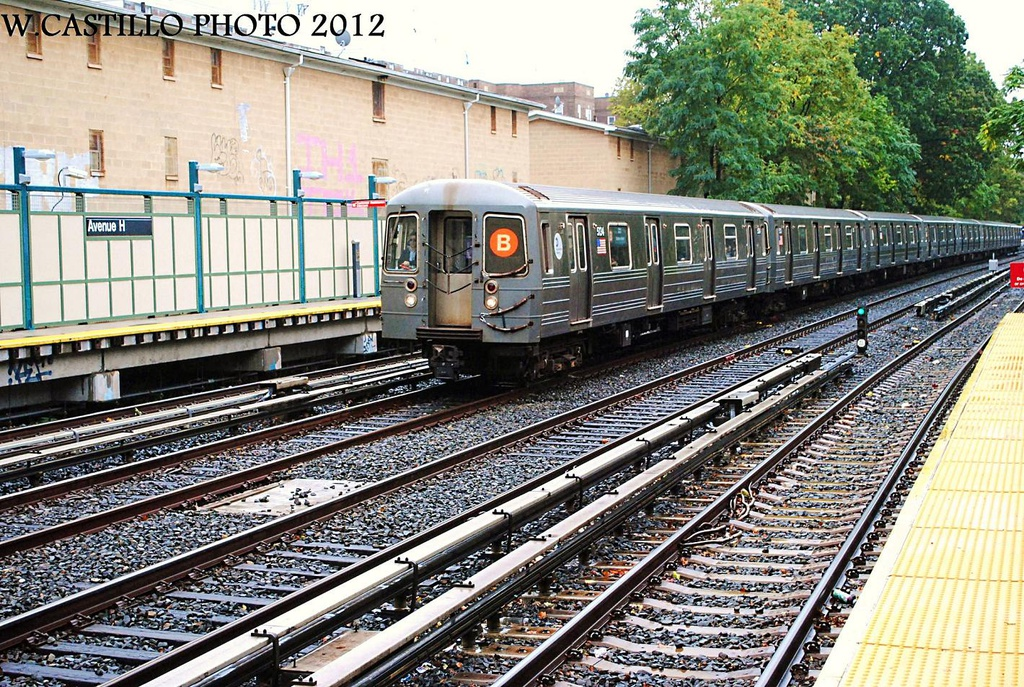 (469k, 1024x687)<br><b>Country:</b> United States<br><b>City:</b> New York<br><b>System:</b> New York City Transit<br><b>Line:</b> BMT Brighton Line<br><b>Location:</b> Avenue H <br><b>Route:</b> B<br><b>Car:</b> R-68A (Kawasaki, 1988-1989)  5134 <br><b>Photo by:</b> Wilfredo Castillo<br><b>Date:</b> 10/19/2012<br><b>Viewed (this week/total):</b> 0 / 352