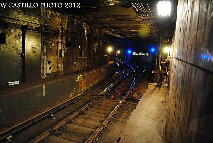 (144k, 724x486)<br><b>Country:</b> United States<br><b>City:</b> New York<br><b>System:</b> New York City Transit<br><b>Location:</b> DeKalb Avenue<br><b>Photo by:</b> Wilfredo Castillo<br><b>Date:</b> 10/19/2012<br><b>Notes:</b> View south into tunnel.<br><b>Viewed (this week/total):</b> 4 / 1297