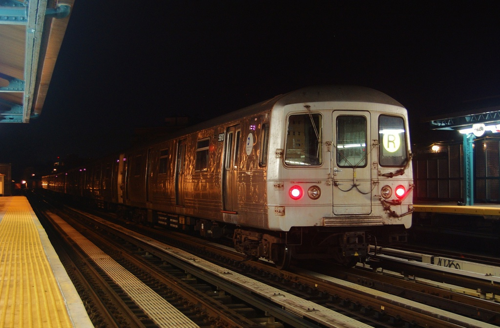 (260k, 1024x673)<br><b>Country:</b> United States<br><b>City:</b> New York<br><b>System:</b> New York City Transit<br><b>Line:</b> BMT West End Line<br><b>Location:</b> Fort Hamilton Parkway <br><b>Car:</b> R-46 (Pullman-Standard, 1974-75) 5610 <br><b>Photo by:</b> John Dooley<br><b>Date:</b> 11/16/2012<br><b>Notes:</b> Post Hurricane Sandy layups<br><b>Viewed (this week/total):</b> 0 / 478