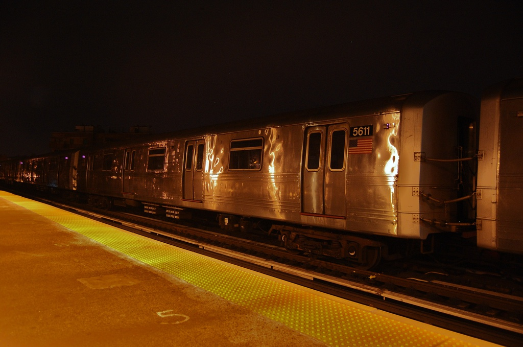 (247k, 1024x679)<br><b>Country:</b> United States<br><b>City:</b> New York<br><b>System:</b> New York City Transit<br><b>Line:</b> BMT West End Line<br><b>Location:</b> Fort Hamilton Parkway <br><b>Car:</b> R-46 (Pullman-Standard, 1974-75) 5611 <br><b>Photo by:</b> John Dooley<br><b>Date:</b> 11/16/2012<br><b>Notes:</b> Post Hurricane Sandy layups<br><b>Viewed (this week/total):</b> 2 / 312