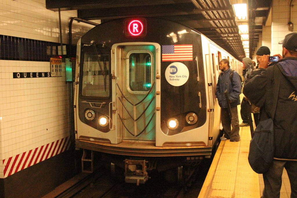(156k, 1024x683)<br><b>Country:</b> United States<br><b>City:</b> New York<br><b>System:</b> New York City Transit<br><b>Line:</b> IND Queens Boulevard Line<br><b>Location:</b> Queens Plaza <br><b>Route:</b> R<br><b>Car:</b> R-160A (Option 1) (Alstom, 2008-2009, 5 car sets)  9383 <br><b>Photo by:</b> Neil Feldman<br><b>Date:</b> 12/16/2012<br><b>Viewed (this week/total):</b> 2 / 890