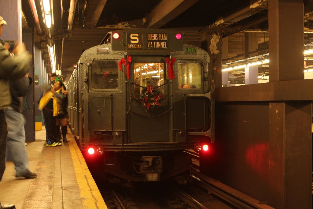 (123k, 1024x683)<br><b>Country:</b> United States<br><b>City:</b> New York<br><b>System:</b> New York City Transit<br><b>Line:</b> IND 6th Avenue Line<br><b>Location:</b> 2nd Avenue <br><b>Route:</b> Museum Train Service<br><b>Car:</b> R-4 (American Car & Foundry, 1932-1933) 484 <br><b>Photo by:</b> Neil Feldman<br><b>Date:</b> 12/16/2012<br><b>Viewed (this week/total):</b> 1 / 303