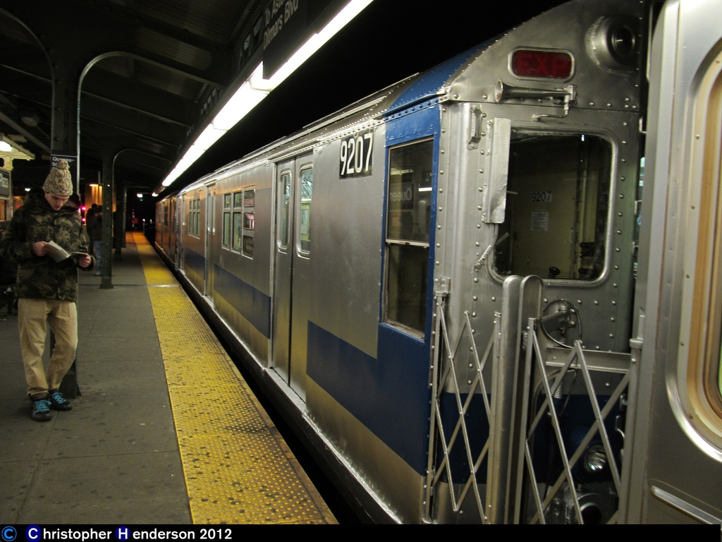 (256k, 1024x768)<br><b>Country:</b> United States<br><b>City:</b> New York<br><b>System:</b> New York City Transit<br><b>Line:</b> BMT Astoria Line<br><b>Location:</b> Queensborough Plaza <br><b>Route:</b> Work Service<br><b>Car:</b> R-33 Main Line (St. Louis, 1962-63) 9207 <br><b>Photo by:</b> Christopher Henderson<br><b>Date:</b> 11/14/2012<br><b>Viewed (this week/total):</b> 2 / 482