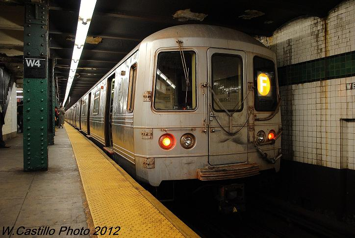 (111k, 724x486)<br><b>Country:</b> United States<br><b>City:</b> New York<br><b>System:</b> New York City Transit<br><b>Line:</b> IND 6th Avenue Line<br><b>Location:</b> West 4th Street/Washington Square <br><b>Route:</b> F<br><b>Car:</b> R-46 (Pullman-Standard, 1974-75) 5572 <br><b>Photo by:</b> Wilfredo Castillo<br><b>Date:</b> 12/14/2012<br><b>Viewed (this week/total):</b> 0 / 270