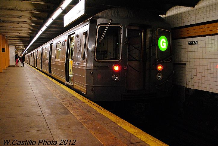 (91k, 724x486)<br><b>Country:</b> United States<br><b>City:</b> New York<br><b>System:</b> New York City Transit<br><b>Line:</b> IND Crosstown Line<br><b>Location:</b> 7th Avenue/Park Slope <br><b>Route:</b> G<br><b>Car:</b> R-68A (Kawasaki, 1988-1989)  5126 <br><b>Photo by:</b> Wilfredo Castillo<br><b>Date:</b> 11/13/2012<br><b>Notes:</b> 8 car train post-Sandy<br><b>Viewed (this week/total):</b> 2 / 309