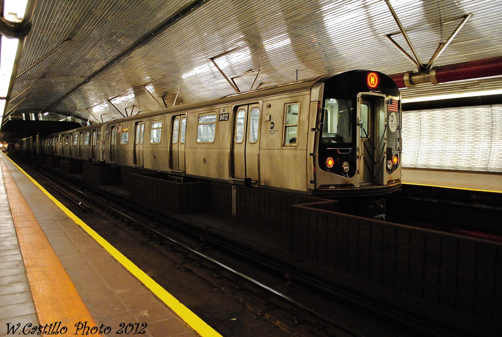 (353k, 1024x687)<br><b>Country:</b> United States<br><b>City:</b> New York<br><b>System:</b> New York City Transit<br><b>Line:</b> IND 63rd Street<br><b>Location:</b> Roosevelt Island <br><b>Route:</b> M<br><b>Car:</b> R-160A-1 (Alstom, 2005-2008, 4 car sets)  8412 <br><b>Photo by:</b> Wilfredo Castillo<br><b>Date:</b> 11/2/2012<br><b>Viewed (this week/total):</b> 2 / 286
