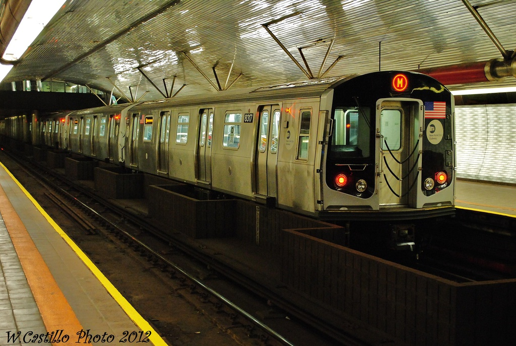 (349k, 1024x687)<br><b>Country:</b> United States<br><b>City:</b> New York<br><b>System:</b> New York City Transit<br><b>Line:</b> IND 63rd Street<br><b>Location:</b> Roosevelt Island <br><b>Route:</b> M<br><b>Car:</b> R-160A-1 (Alstom, 2005-2008, 4 car sets)  8317 <br><b>Photo by:</b> Wilfredo Castillo<br><b>Date:</b> 11/4/2012<br><b>Viewed (this week/total):</b> 1 / 889