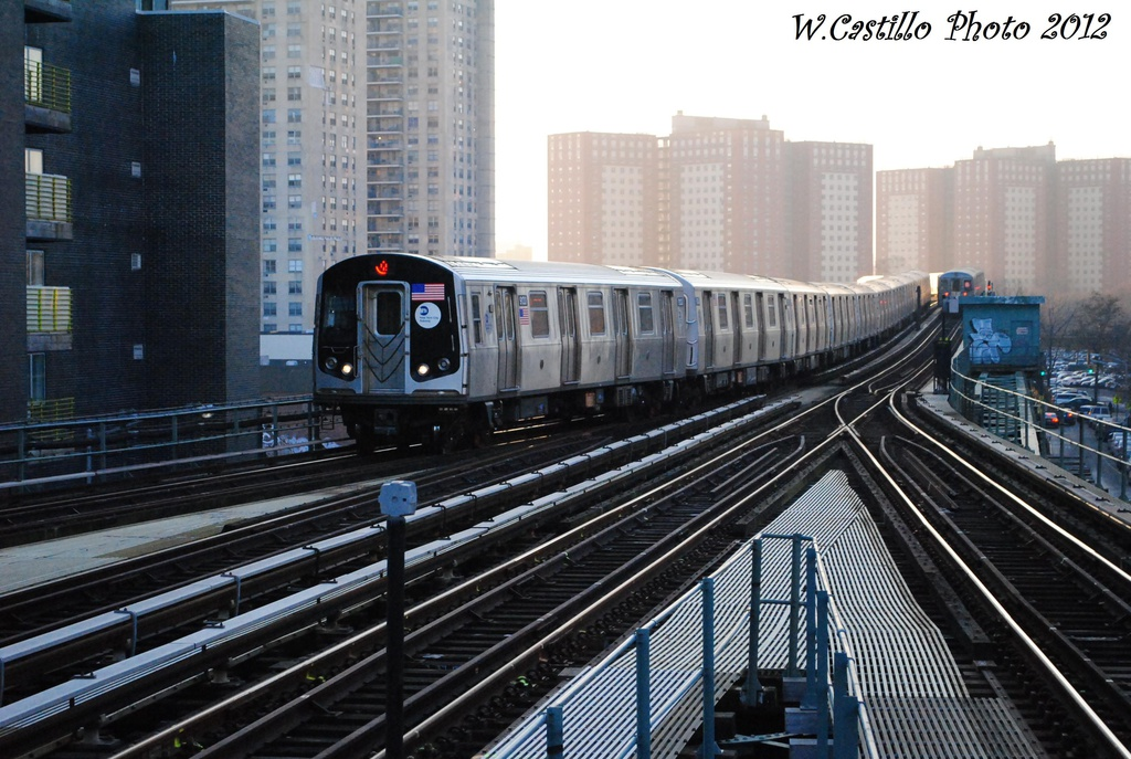 (329k, 1024x687)<br><b>Country:</b> United States<br><b>City:</b> New York<br><b>System:</b> New York City Transit<br><b>Line:</b> BMT Brighton Line<br><b>Location:</b> Ocean Parkway <br><b>Route:</b> Q<br><b>Car:</b> R-160B (Option 1) (Kawasaki, 2008-2009)  9133 <br><b>Photo by:</b> Wilfredo Castillo<br><b>Date:</b> 11/11/2012<br><b>Viewed (this week/total):</b> 1 / 776